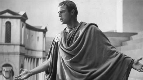 Marlon-Brando-as-Mark-Antony-delivering-the-famous-speech-in-the-movie-Julius-Caesar